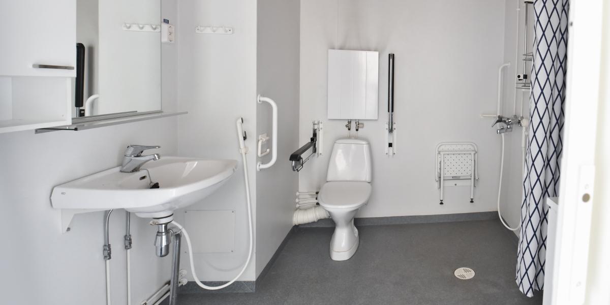 Laaksokatu 15 senioritalon asunnon vessa.